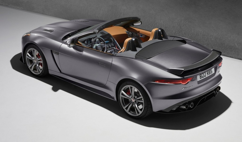 Jaguar-F-Type_SVR_2017_1600x1200_wallpaper_02