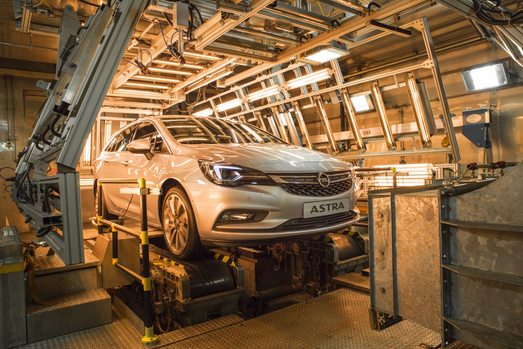 Opel-Astra-Sports-Tourer-Climatic-Test-Chamber-299047