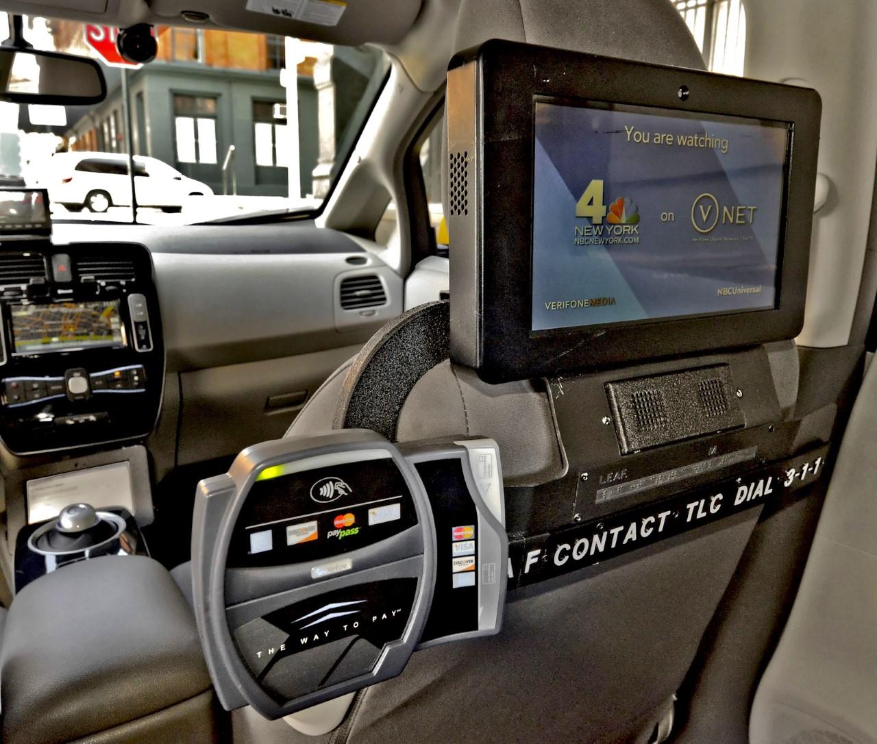 thumbnail_Nissan-Leaf-Taxi-Pilot-6