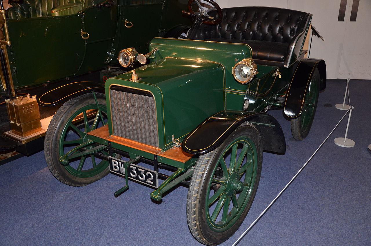 1280px-1904_Rover_at_Coventry_Motor_Museum