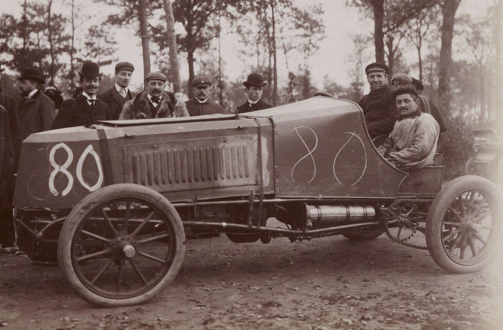 [Collection Jules Beau. Photographie sportive] : T. 24. Années 1903 et 1904 / Jules Beau : F. 3. Kilomètre, Dourdan, organisé par Le Monde Sportif, 5 novembre 1903;