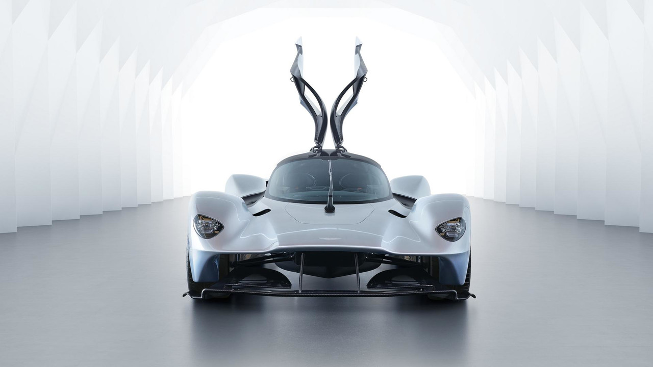 aston-martin-valkyrie-with-near-production-body (2)