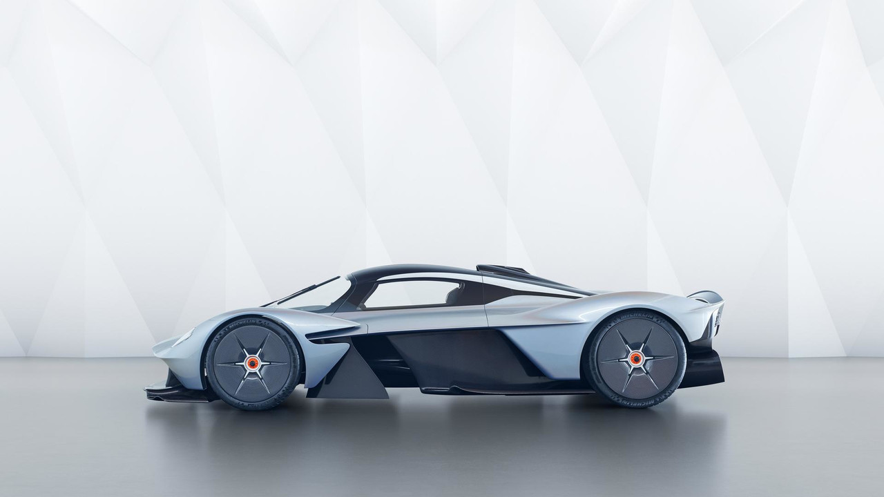 aston-martin-valkyrie-with-near-production-body (3)