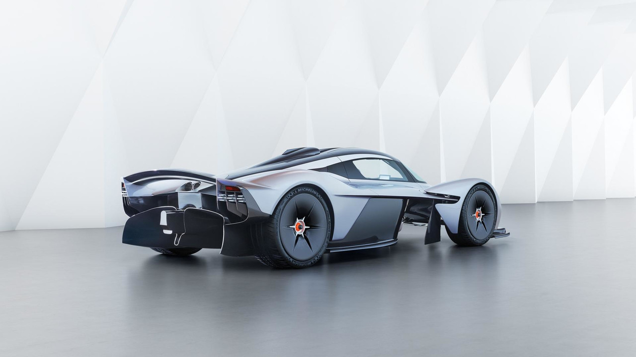 aston-martin-valkyrie-with-near-production-body (5)