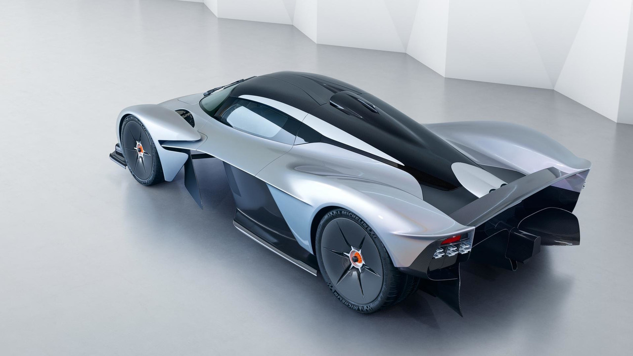 aston-martin-valkyrie-with-near-production-body (6)