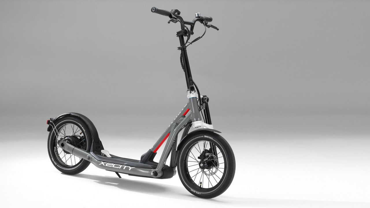 bmw-x2city-kick-scooter-with-electric-drive (1)