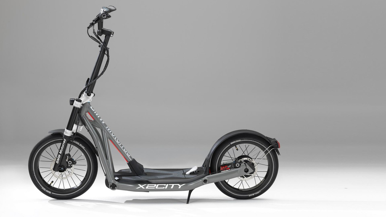 bmw-x2city-kick-scooter-with-electric-drive (2)
