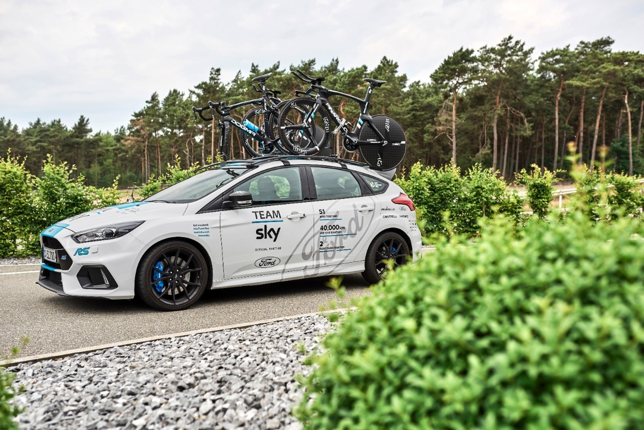 thumbnail_Ford_2017_FOCUS_RS_TeamSky_08