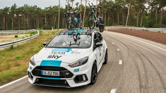 thumbnail_ford_focus_rs_team_sky_1